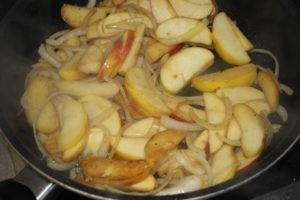 flambierte Apfelspalten
