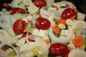 Hähnchenunterkeule auf Gemüsebett